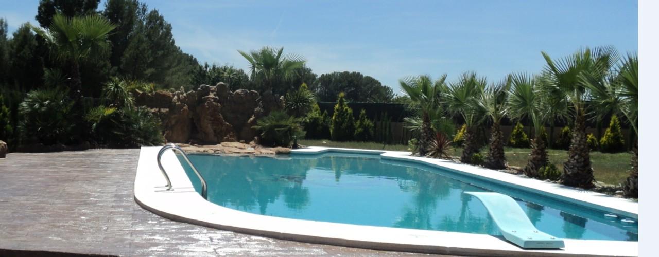 Consutrcci贸n de piscina de Obra con cascada y trampol铆n en Orihuela