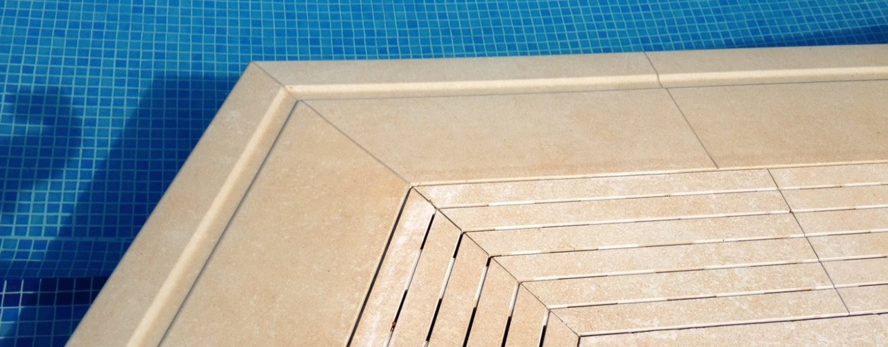 Coronaciones y bordes de piscinas de obra for Borde piscina hormigon