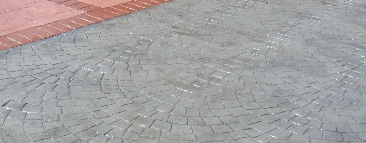 Hormig贸n Impreso piedra romana, pizarra y separci贸n con adoqu铆n