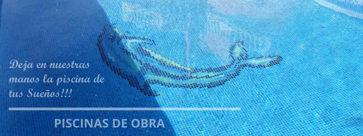 Fondo de Piscina de Obra de Torrevieja con mosaico de gresite con forma de Delf铆n