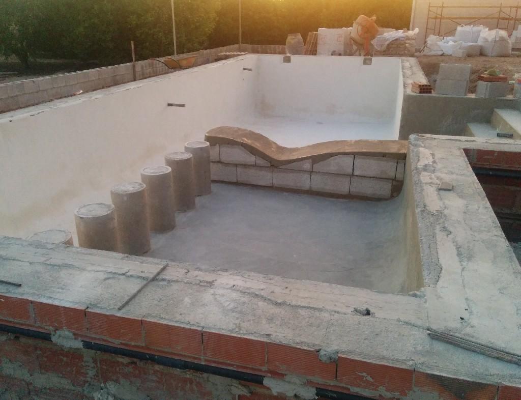 Construcci n de piscina de obra en guardamar del segura for Piscinas de obra baratas