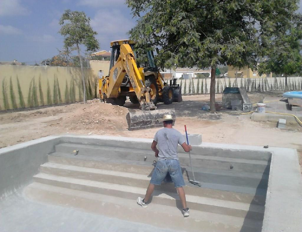 Construcci n de piscina con cascada en alahama de murcia for Coste construccion piscina