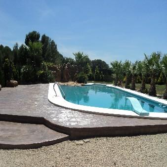 piscina con rocalla y cascada en Orihuela Costa Alicante